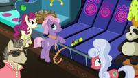 Ponies listen to Gladmane's latest announcement S6E20