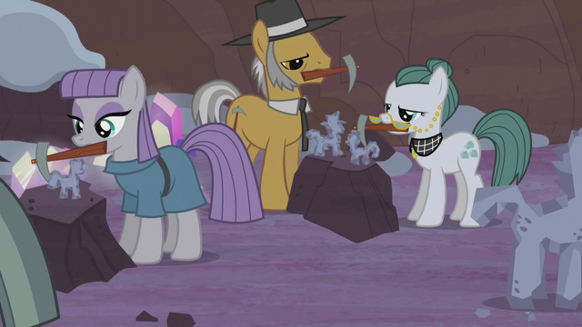 File:Maud, Igneous, and Cloudy making Hearth's Warming dolls S5E20.png