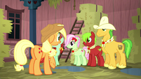 Applejack and relatives soaking wet S5E6