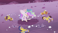 Celestia stands alone on the battlefield S5E25