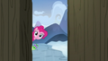 Pinkie and Gummy look inside Yakyakistan S7E11.png