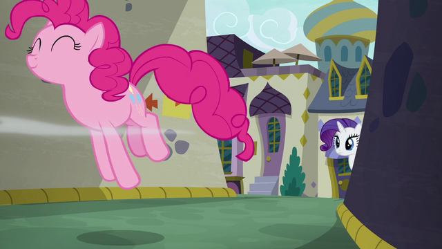 File:Pinkie Pie hopping down an alley S6E12.png