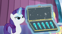 Rarity presents purity crystals to Shining Armor S6E1