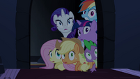 Main ponies find the Pony of Shadows S4E03