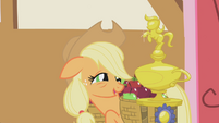 Applejack with her trophy S1E04