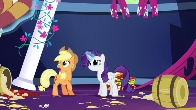File:Rarity levitating Applejack's quilts S5E3.png