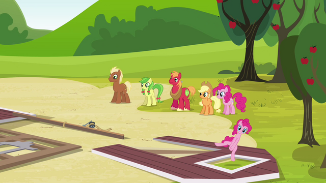 File:Pinkie Pie arrives S3E03.png