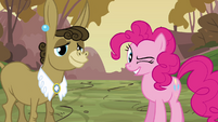 Pinkie Pie winks at Cranky Doodle with Matilda S02E18
