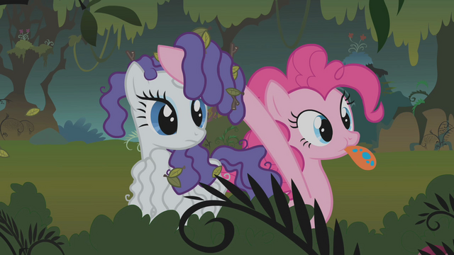 File:Pinkie Pie helps Rarity to look S01E09.png