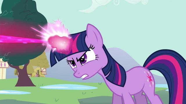 File:Twilight uses her magic S3E05.png