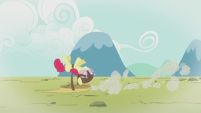 A flashback of Apple Bloom failing at hang gliding S6E4