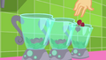Applejack drops chopped beets in blenders SS9.png