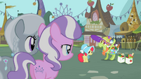 Granny Smith waves back S2E12