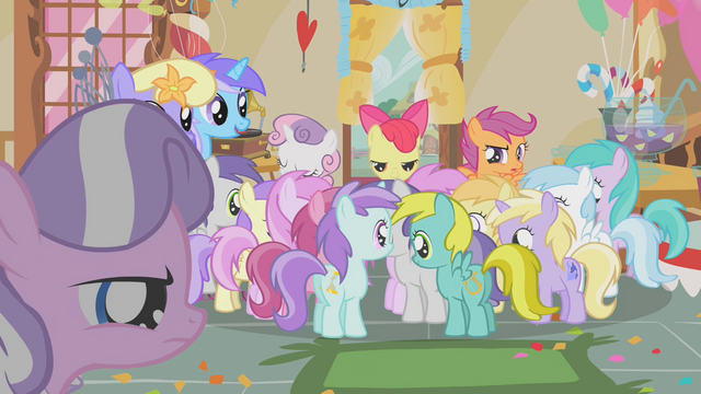 File:Dinky Doo with dolphin cutie mark S1E12.png