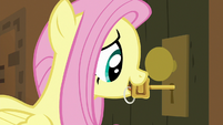 Fluttershy puts key in the door keyhole S7E2