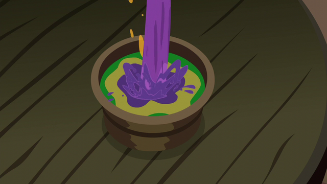 File:Snowfall pour one final potion to the wooden cup S06E08.png