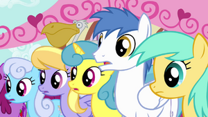 Crowd of ponies confused S4E12