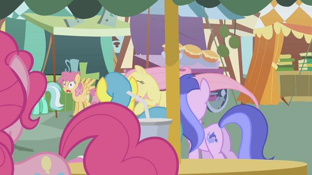 File:Lyra Heartstrings, Orange Swirl, Lemon Hearts, and Sea Swirl watch S1E05.png