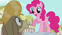 Pinkie Pie replaces statue S2E18