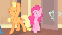 Applejack '...to get our manes done' S4E08