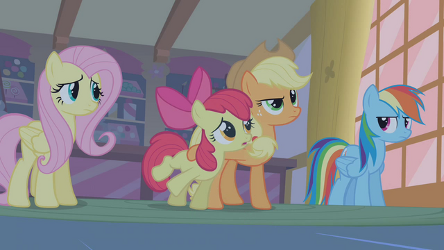 File:Applejack Protecting AB S1E09.png