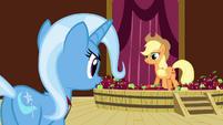 Applejack sees Trixie S3E05