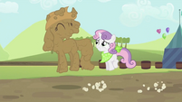 Rarity and Sweetie Belle hopping S2E05