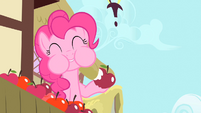 Pinkie Pie eating an apple S1E20