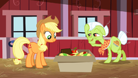 Granny Smith fixing her mane S3E8