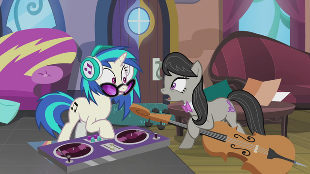 "File:Octavia ""I'm going to be late for the wedding!"" S5E9.png"