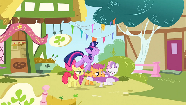 File:Twilight hopping around the CMC S1E23.png