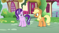 Applejack offers to help clean the castle S6E21
