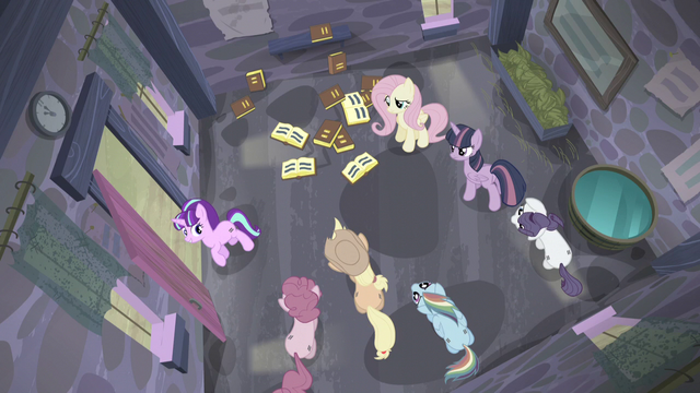 "File:Starlight ""This way, please"" S5E02.png"