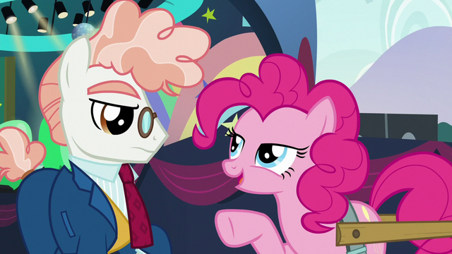 File:Pinkie Pie points at Svengallop S5E24.png