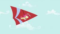 Apple Bloom hang-gliding S2E06