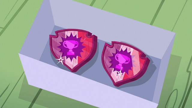 File:Gabby's wood-carved cutie marks S6E19.png