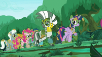 Zecora points at a stream S5E26