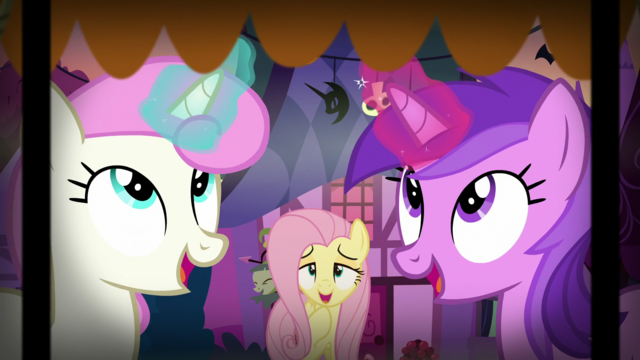 File:Fluttershy relieved to see nothing scary happening S5E21.png