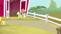 Granny Smith in traveling bonnet S4E09