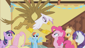Gilda pointing at Pinkie S1E5