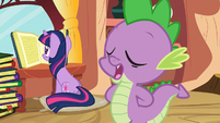 Spike talks while Twilight reads S03E09