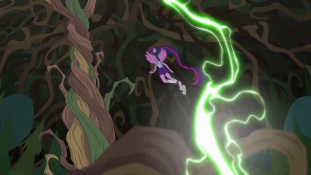 File:Twilight flying up to Gloriosa's tree trunk EG4.png