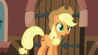 Applejack looking at Rarity confused S5E16