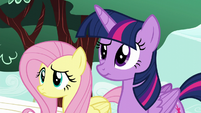 Twilight and Fluttershy confused by Pinkie's behavior S5E19