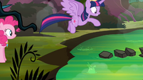 Twilight jumping onto the 'rocks' S4E02