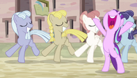 """Starlight singing """"it's like a holiday"""" S5E1"""