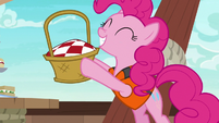 Pinkie Pie reveals a picnic basket S6E22