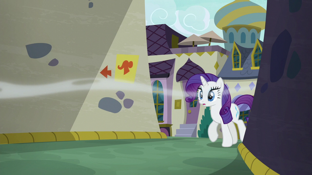 File:Rarity follows Pinkie into the alley S6E12.png