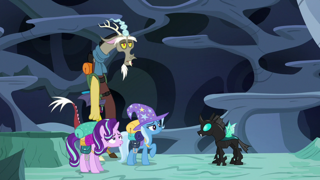 File:Starlight Glimmer and Discord relieved S6E26.png