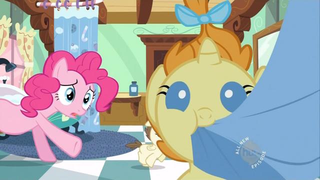 File:Pumpkin Cake eating a towel S2E13.png
